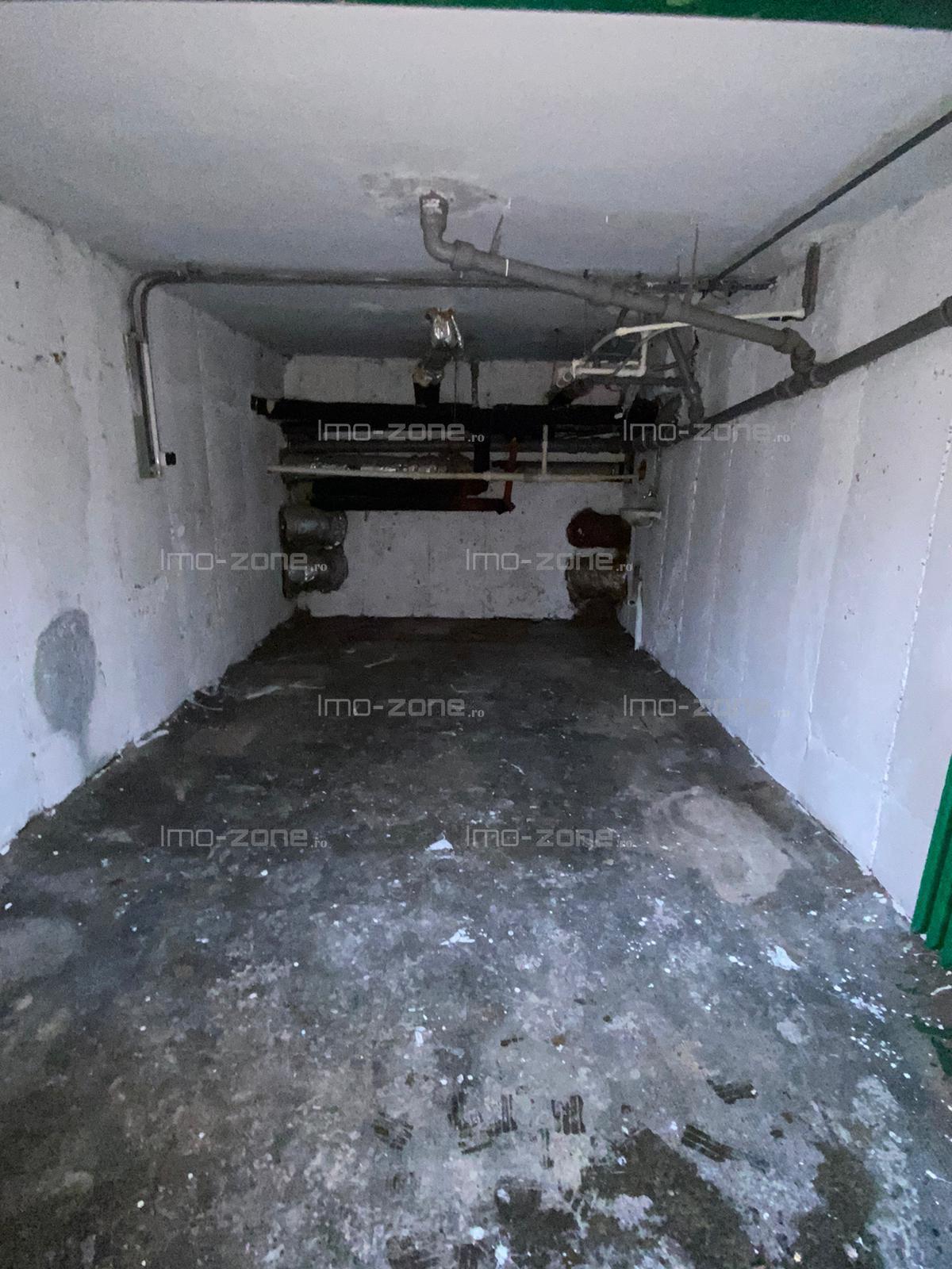 Garaj/Spatiu Comercial la parterul unui bloc de 4 etaje, 16 mp, liber.