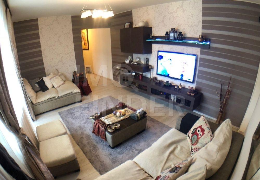 Vanzare apartament 3 camere, etaj 2 din 4, zona Piata Hermes