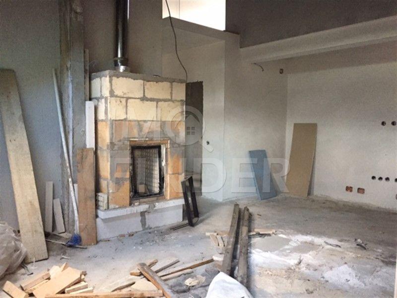 Vanzare apartament cu 3 camere in Borhanci, scara interioara