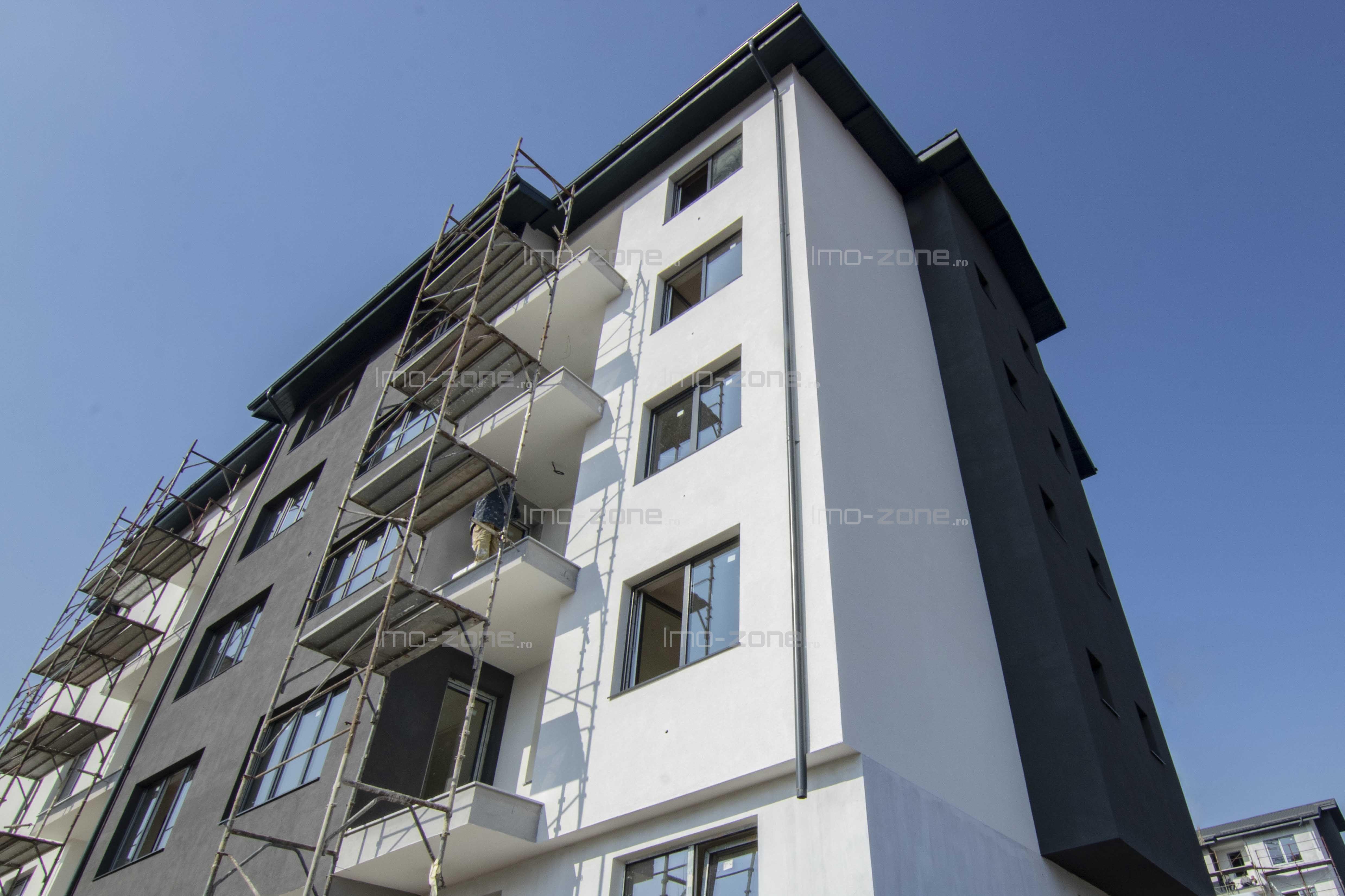 2 CAMERE spatios, 59 mp, balcon 5 mp,  baie cu geam, bucatarie inchisa