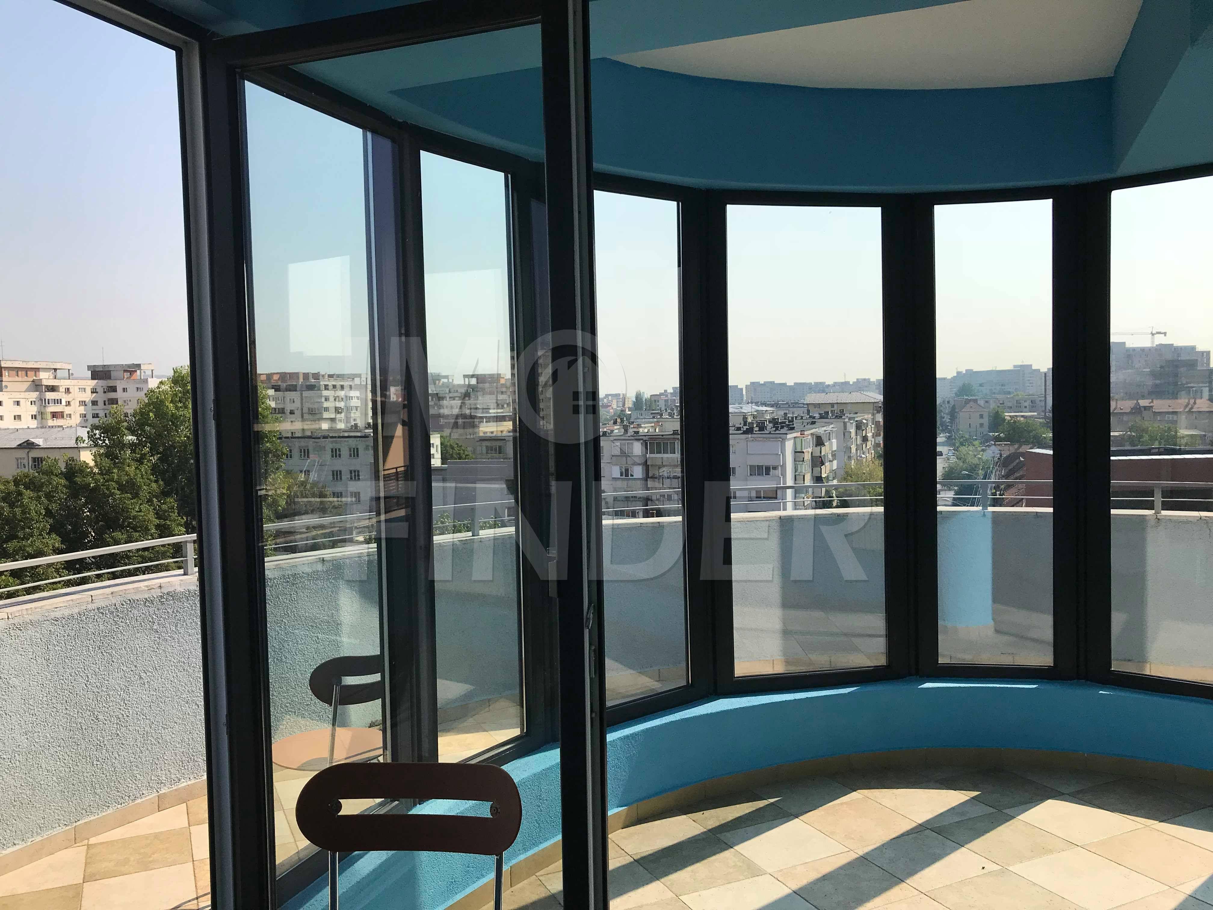 Vanzare apartament 3 camere, terasa de 67 mp, Central
