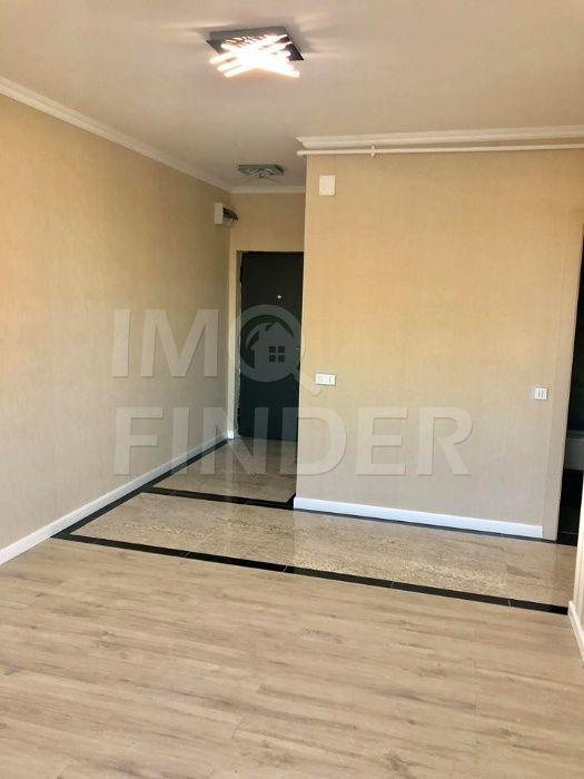 Apartament cu 3 camere de vânzare în zona Buna Ziua