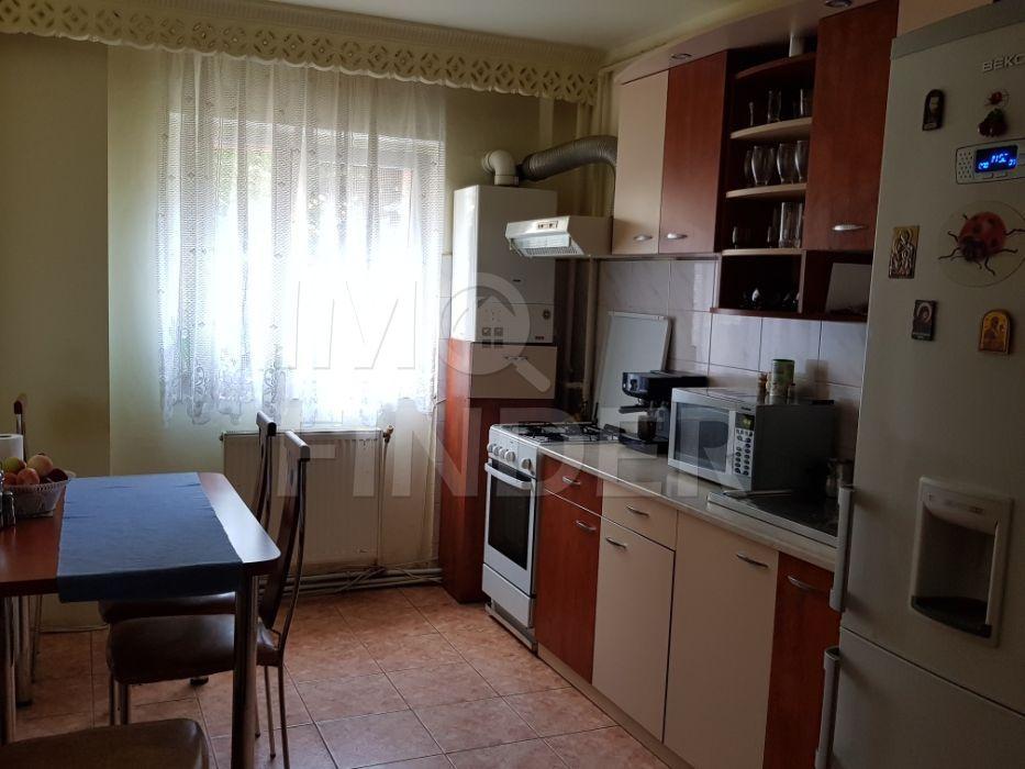 Vanzare apartament 3 camere, decomandat, zona strazii Siretului