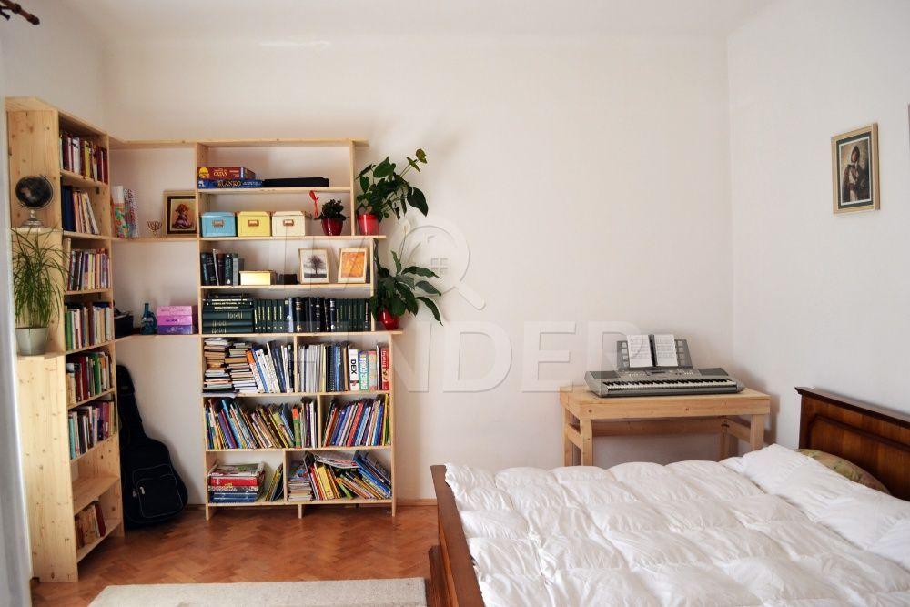 Vanzare apartament 3 camere la casa, zona Centrala