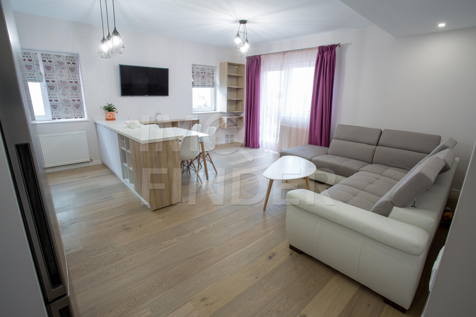 Inchiriere apartament ultrafinisat 3 camere in Europa, parcare