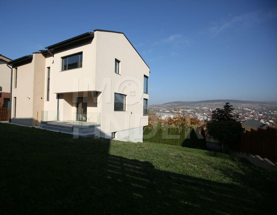 Inchiriere vila zona Grigorescu/Gruia finisaje de top ,ansamblu privat