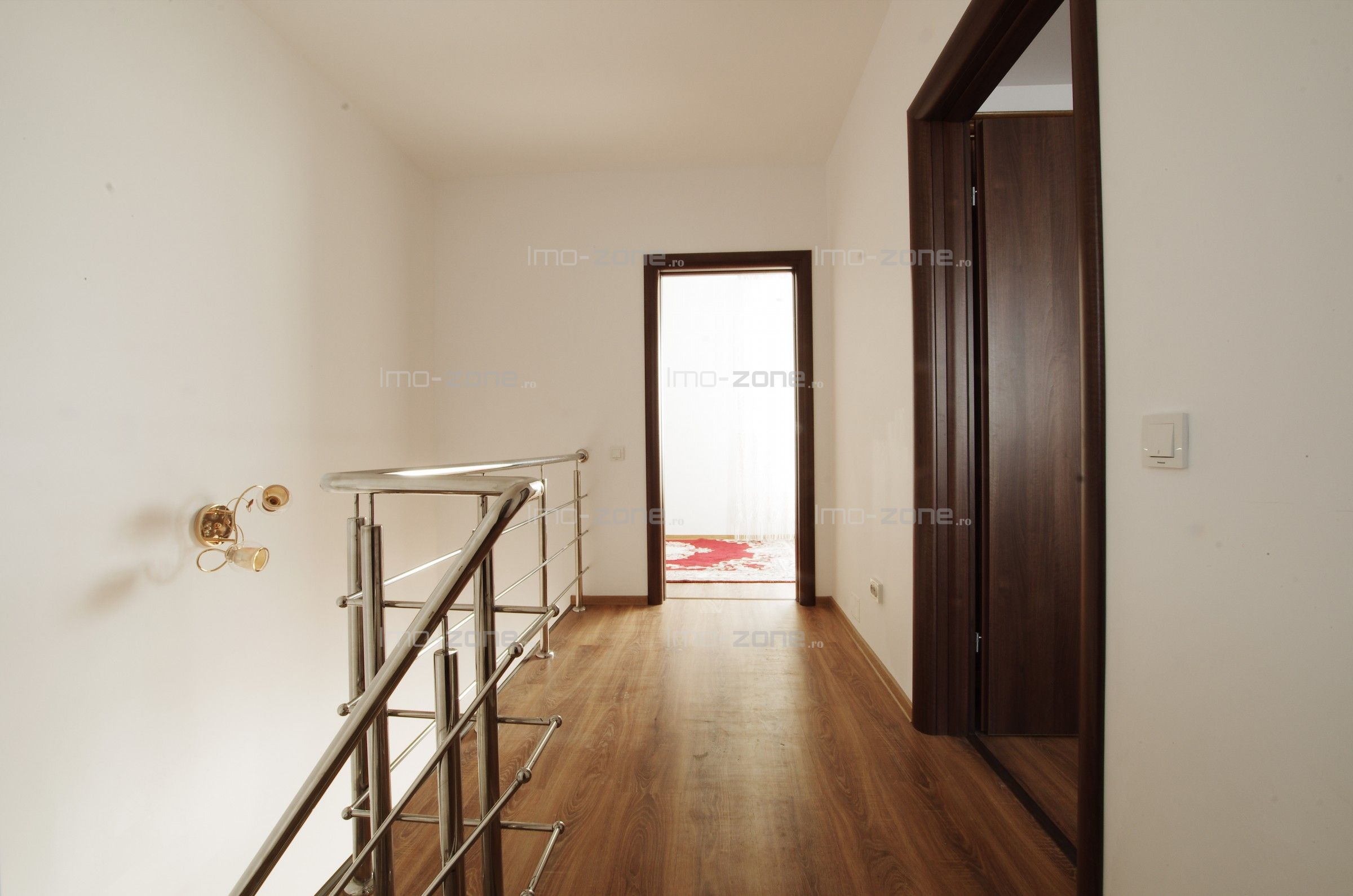 Casă / Vilă cu 3 camere de închiriat în zona Vest