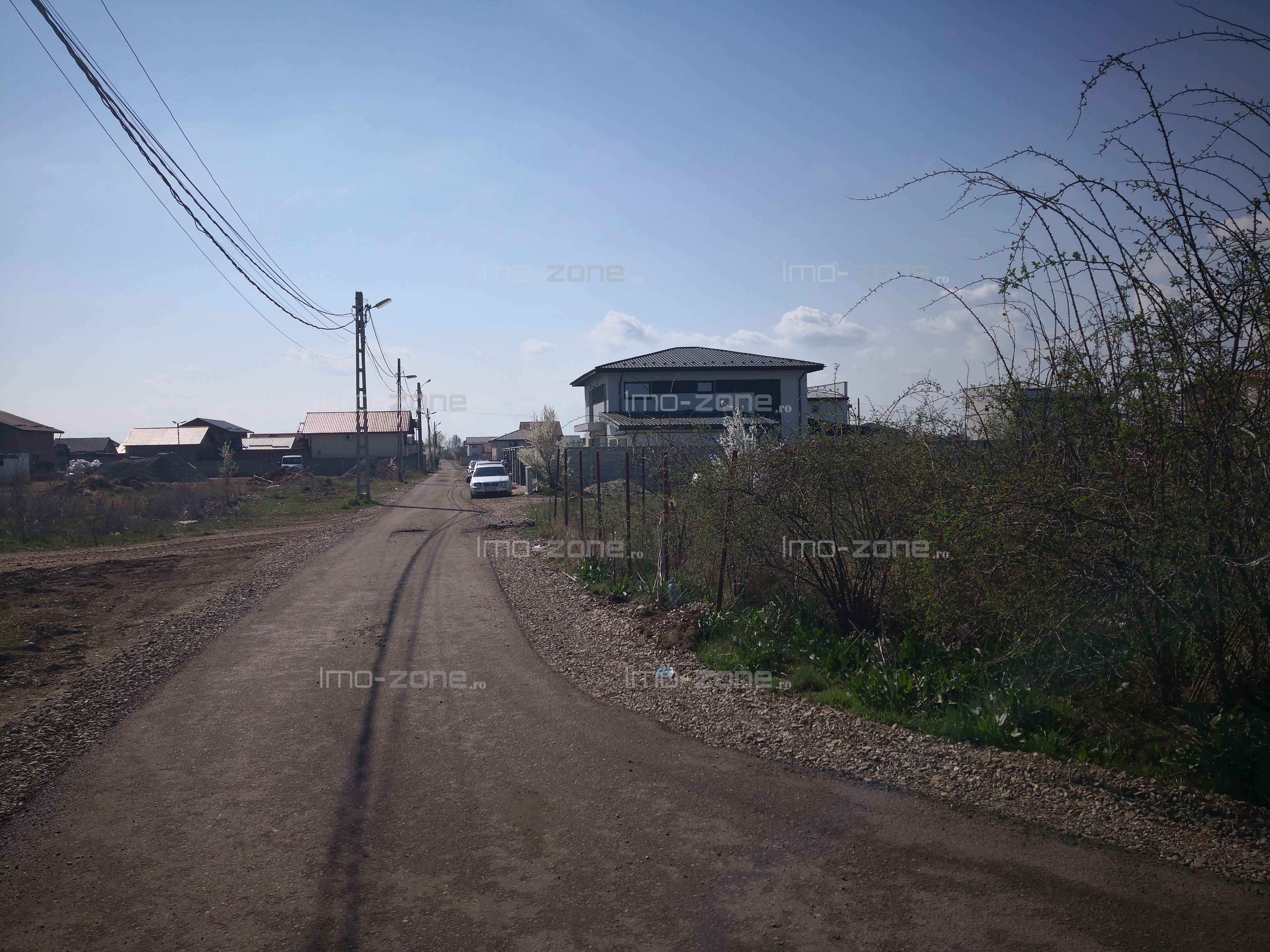 Teren Domnesti, 1200 mp, zona de CASE,  drum de SERVITUTE, la 50.000 euro