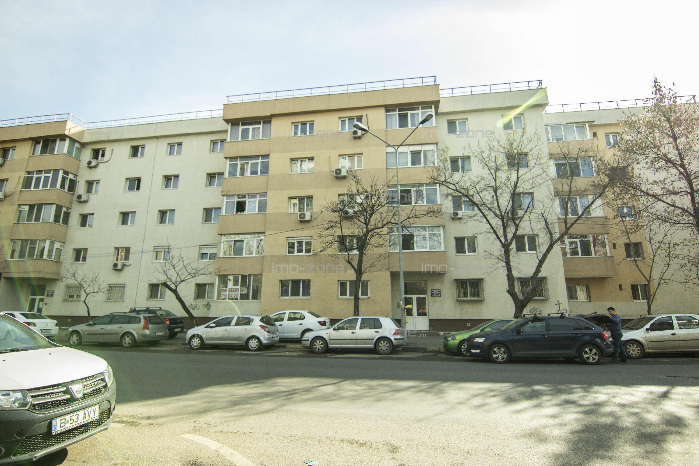 Militari - metrou Gorjului, etajul 1/4, bloc reabilitat, 3 camere, dec., 2 bai.